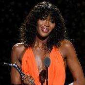 Cacheada e com franja! Naomi Campbell muda visual e esbanja glamour em prêmio