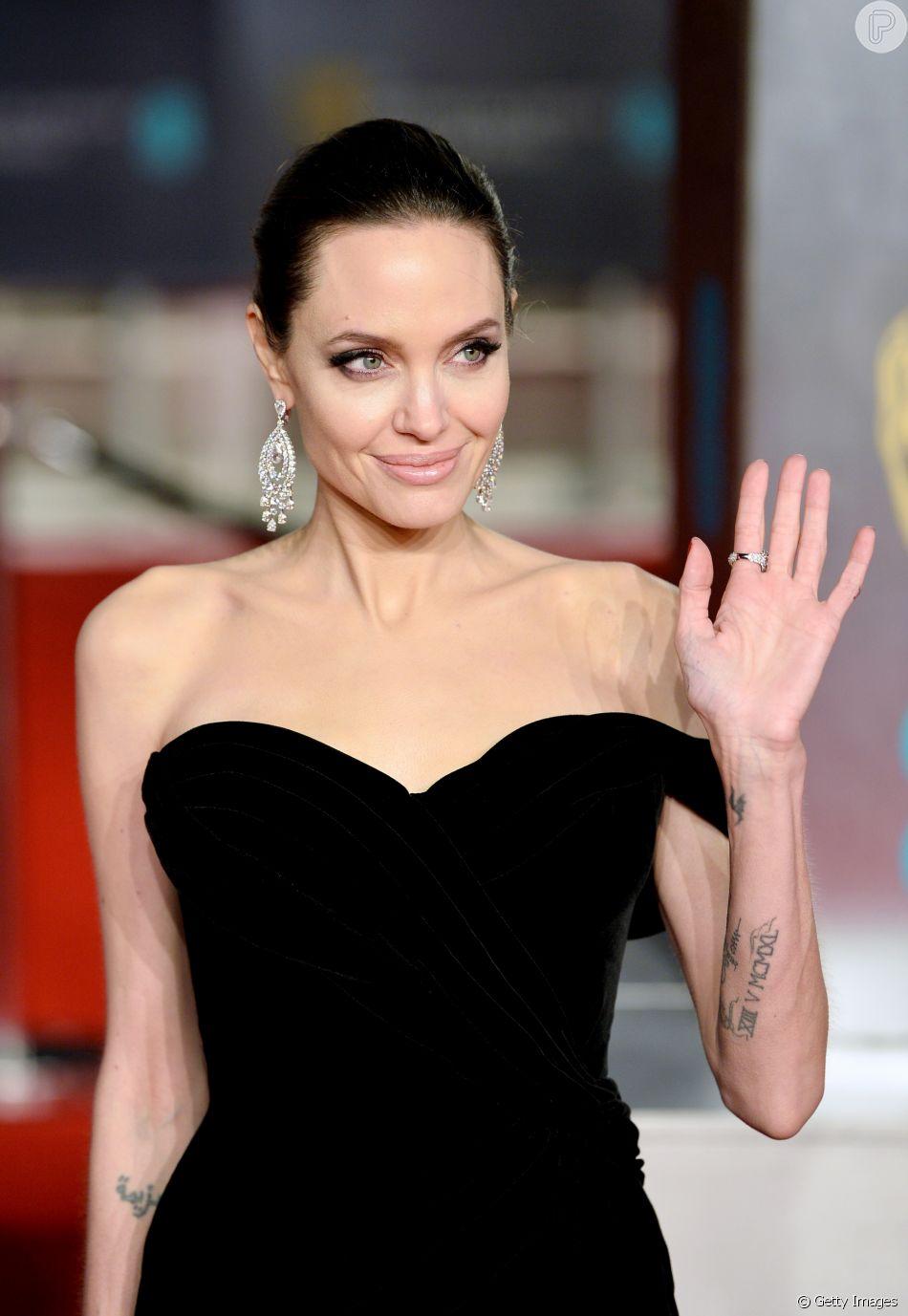 Angelina Jolie está pensando 35 kg em meio a disputa judicial com o ex-marido, Brad Pitt, pela custódia dos filhos