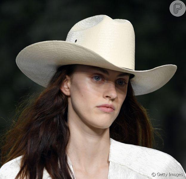 Acessórios do verão 2019: chapéu de palha em modelo cowboy da coleção cruise da Louis Vuitton