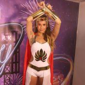 Deborah Secco se diverte com fantasia para festa em Fortaleza: 'Eu sou She-Ra!'