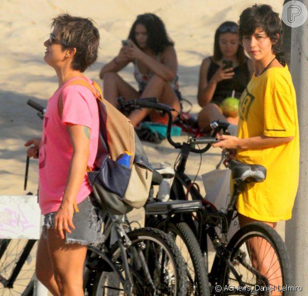 Nanda Costa e a namorada, Lan Lanh, curtiram a praia de Ipanema, no Rio de Janeiro, neste domingo, dia 2 de setembro de 2018