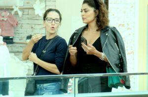 All black casual! Juliana Paes combina jaqueta, calça e top preto. Fotos!