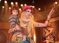 Luana Piovani estreia musical infantil e recebe o filho, Dom, no palco do teatro