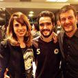 Roberto Birindelli posa com Caio Blat e Maria Ribeiro, ambos colegas de elenco em 'Império'