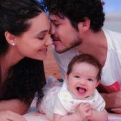 José Loreto faz cócegas na filha, Bella: '5 meses da risada mais alegre'. Vídeo!
