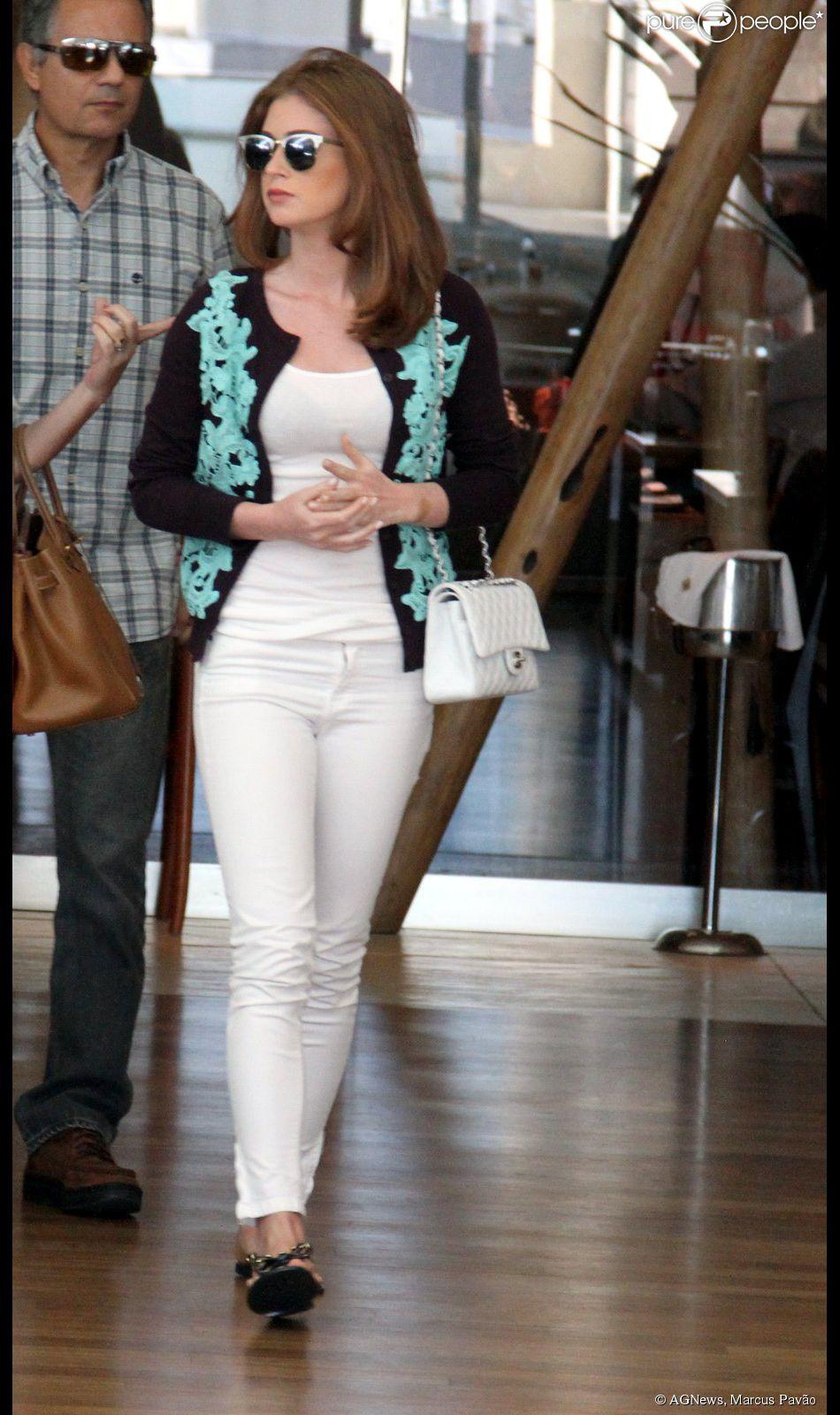 Marina Ruy Barbosa é flagrada sem aliança de compromisso após terminar namoro com Klebber Toledo (12 de agosto de 2014)