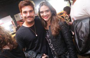 Nicolas Prattes e Juliana Paiva curtem show da banda Cai Sahra no Rio. Fotos!