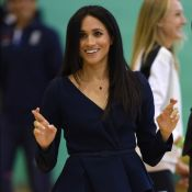 Meghan Markle usa office look Oscar de La Renta em visita a universidade. Fotos!