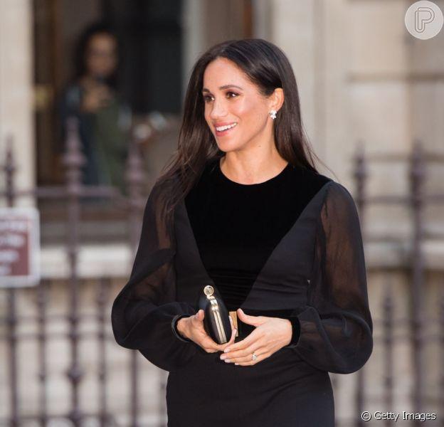 Meghan Markle elege vestido Givenchy preto em 1º evento solo como duquesa nesta terça-feira, dia 25 de setembro de 2018