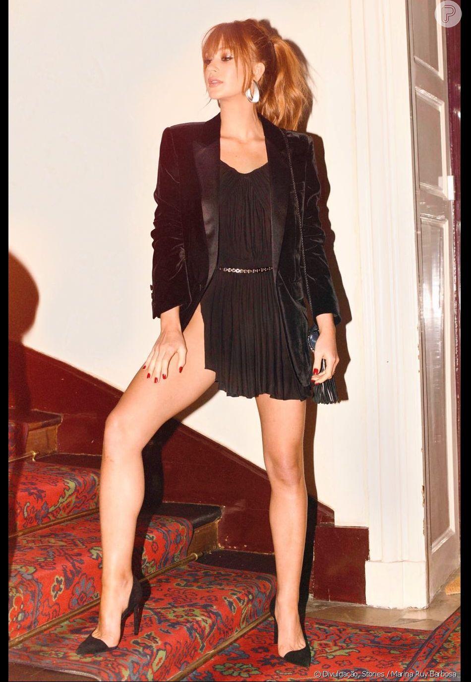 Marina Ruy Barbosa usa vestido curto com fenda para curtir Paris