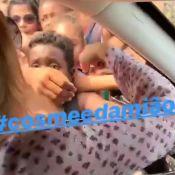 Angélica distribui doces de São Cosme e Damião no Complexo do Alemão. Vídeo!