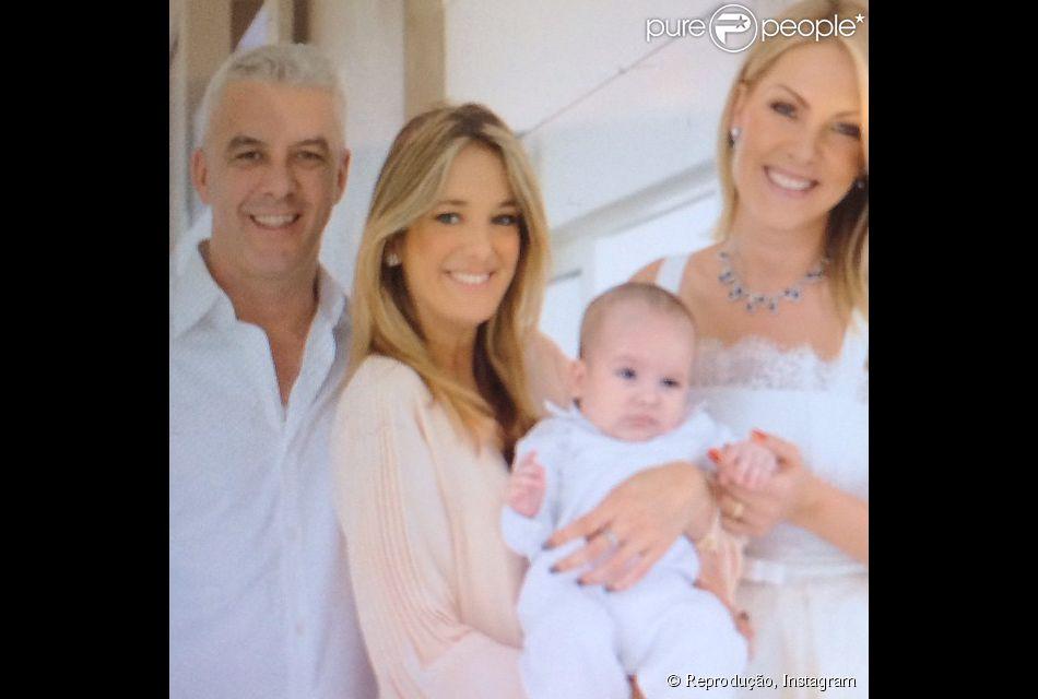 Ana Hickmann batizou o seu filho, Alexandre Jr., neste domingo, 17 de agosto de 2014. Uma das convidadas mais animadas, Ticiane Pinheiro comemorou em seu Instagram: 'Batizado do ursinho'
