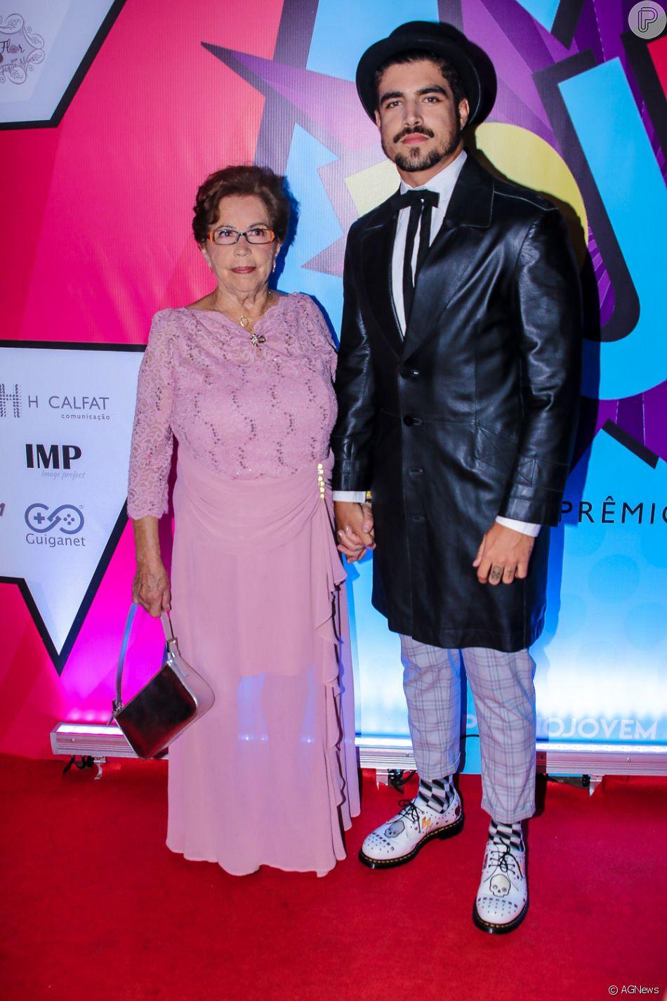 Caio Castro foi acompanhado pela avó, Dona Isaura, no Prêmio Jovem Brasileiro, em São Paulo, nesta quarta-feira, 3 de outubro de 2018