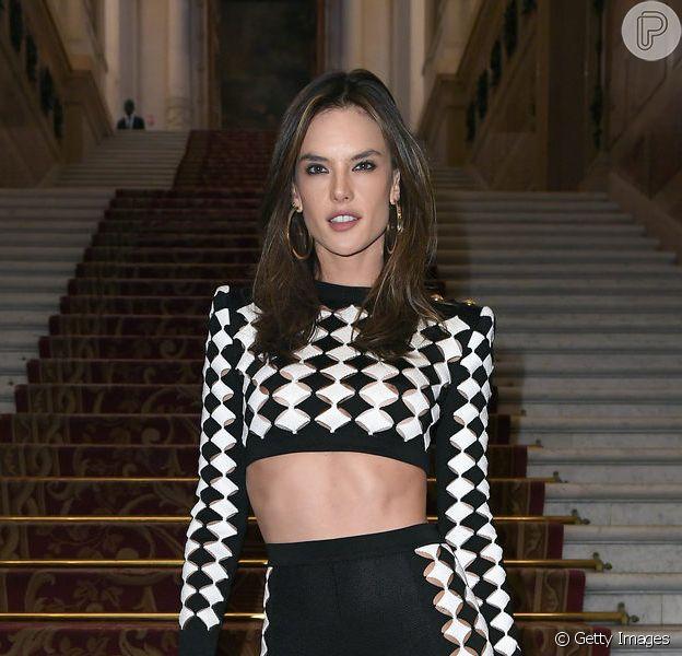 Legging volta a ser tendência no verão 2019: Alessandra Ambrosio investiu na peça para prestigiar desfile
