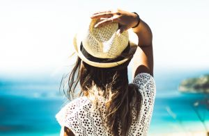 Descubra o que um dia de praia pode fazer pela sua beleza