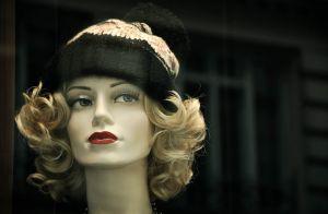 Descubra como perucas para mulheres com câncer de mama são feitas