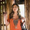 Meire (Ariane Souza) revela a Laureta (Adriana Esteves) o esconderijo de Luzia (Giovanna Antonelli)