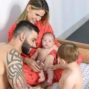 Filho caçula de Andressa Suita e Gusttavo Lima ganha carinho do irmão em foto