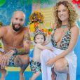 Maíra Charken posou com o marido Renato Antunes e o filho, Gael