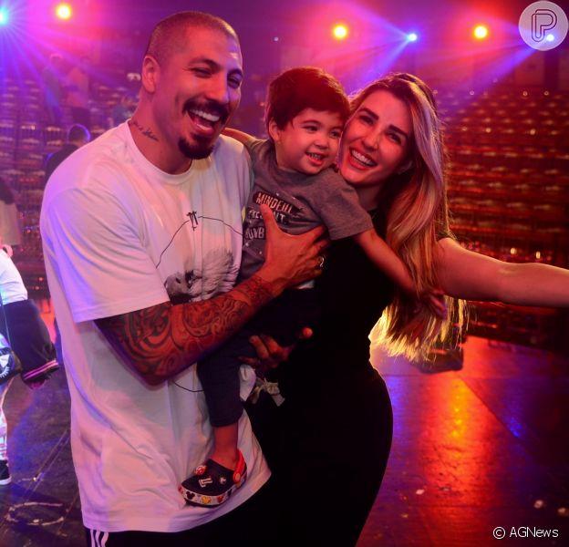 Filho de Aline Gotschalg e Fernando Medeiros esbanja fofura em circo
