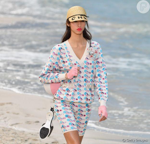 Bermuda é tendência nesta estação, aprenda a usar. Chanel propõe modelo ciclista em conjuntinho