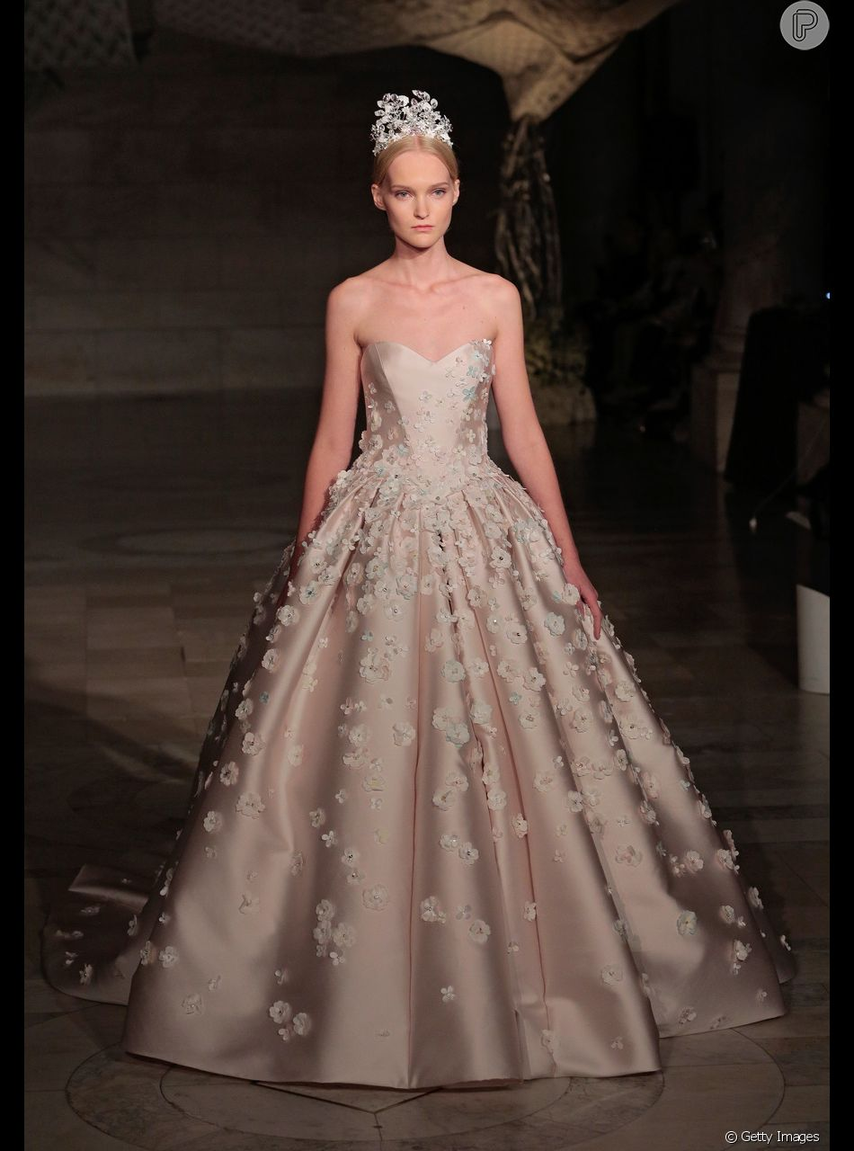 Vestidos de noiva para o inverno 2019: look princesa do encerramento do desfile de Reem Acra