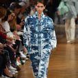 Macacão Stella McCartney em jeans marmorizado, uma das principais trends da temporada