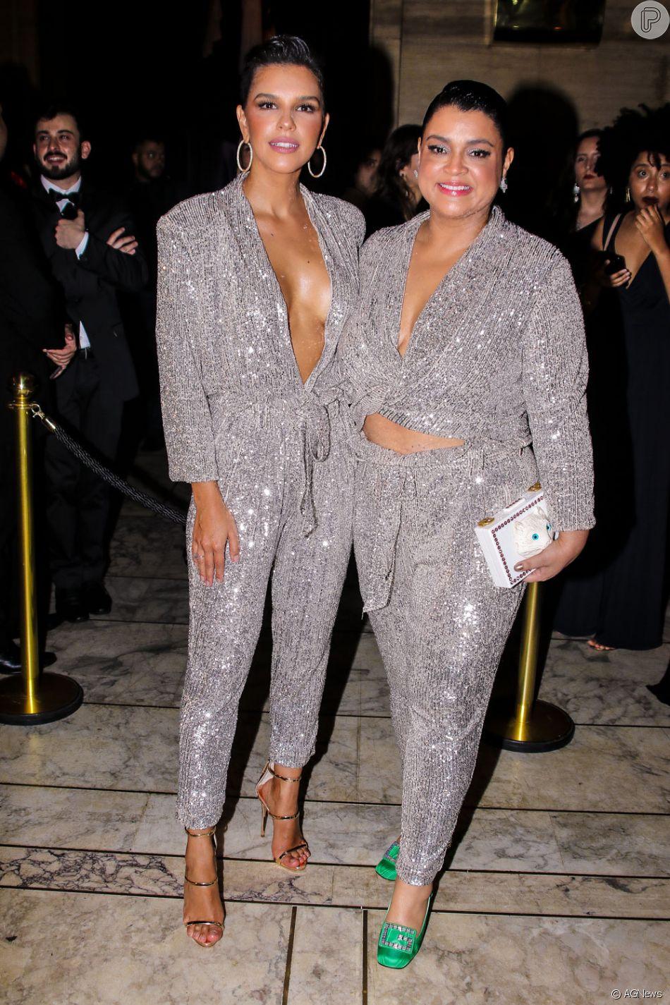 Mariana Rios e Preta Gil surgem com looks iguais em evento de moda