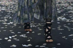 Pé no chão: as sandálias rasteiras que vão bombar nas altas temperaturas