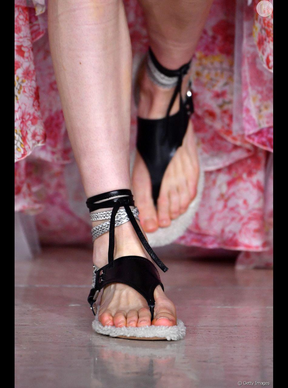 Tem Na Web - Pé no chão: as sandálias rasteiras que vão bombar nas altas temperaturas
