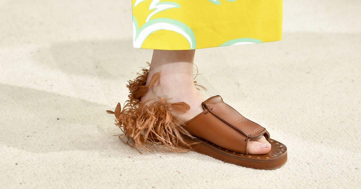 7547d330c Assim como o chinelo da grife, que traz leveza e praticidade para o look do verão  2019 - Purepeople