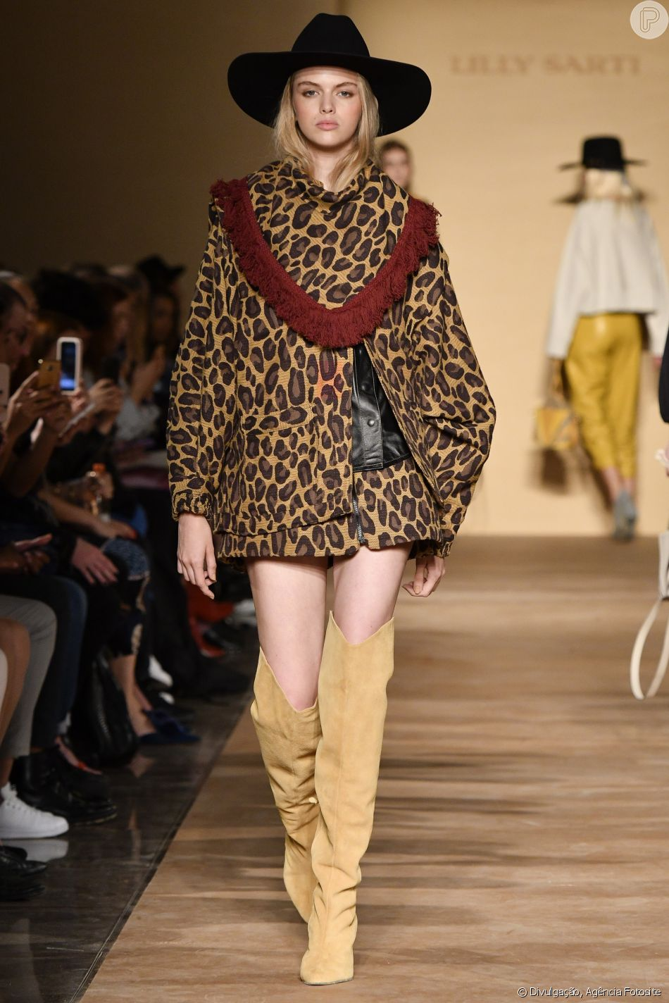 Animal print e botas over the knee para o inverno 2019