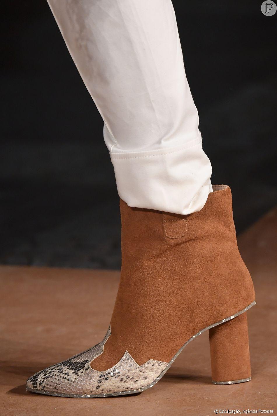 Esperta a ankle boot proposta pela grife, que tem um pé nos anos 80 e outro nas botas de cowboy