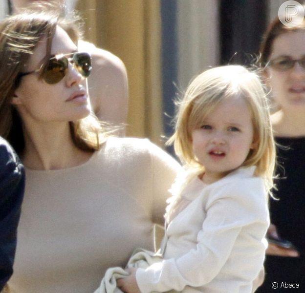 Vivienne Jolie-Pitt, de apenas 4 anos, está no elenco de 'Disney Malafecient', uma versão de 'A Bela Adormecida'. A menina fará a princesa ainda pequena, que sofrerá nas mãos da vilã vivida por sua mãe, Angelina Jolie