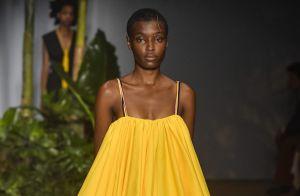 Os vestidos e macacões coloridos das passarelas que podem ser aposta no verão