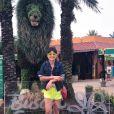 Paula Fernandes está em Orlando e posou para uma foto no Busch Gardens
