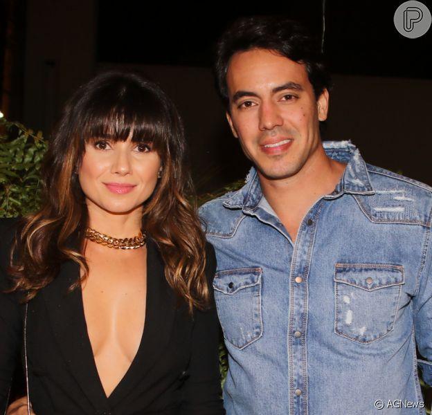Paula Fernandes curte parque de Orlando com o namorado, Gustavo Lyra, em 2 de novembro d 2018