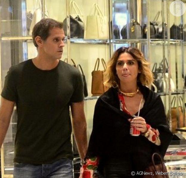 Giovanna Antonelli tirou a noite de sábado, 3 de novembro de 2018, para fazer compras com o marido, o diretor Leonardo Nogueira