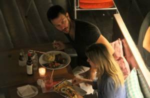 Gabriel Braga Nunes curte jantar romântico com a mulher, Isabel Nascimento