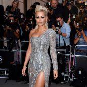 GQ 2014: Rita Ora usa R$ 2,2 milhões em joias e é escoltada por segurança