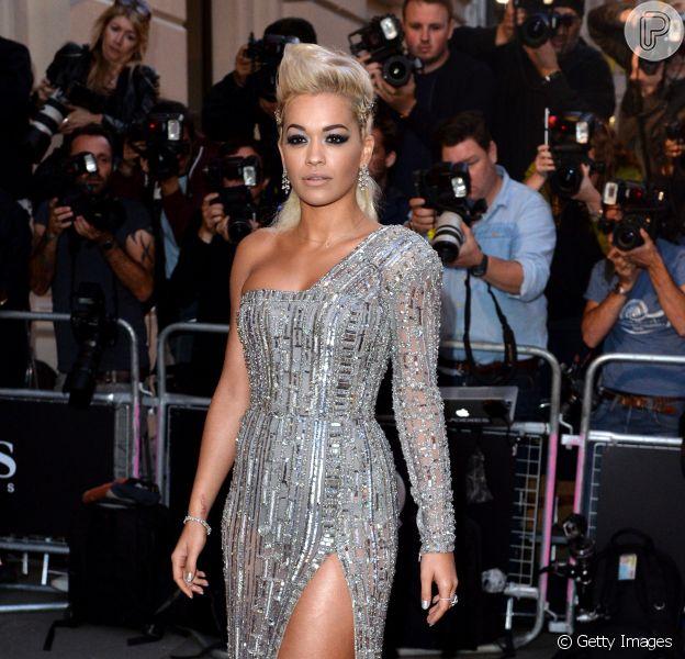 Rita Ora usa joias da grife Vashi Dominguez avaliadas em mais de R$ 2,2 milhões no GQ Men Of The Year Awards 2014