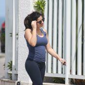 Vanessa Giácomo exibe toda orgulhosa sua barriguinha de gravidez durante passeio