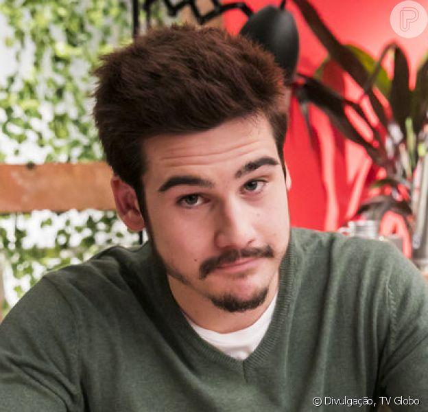 Samuca (Nicolas Prattes) ameaça o próprio pai, Livaldo (Nelson Freitas) após descobrir armação dele nos próximos capítulos da novela 'O Tempo Não Para'