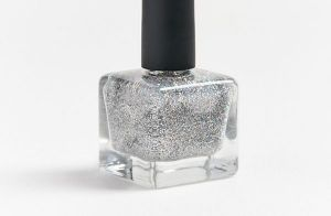 Vai virar moda? Esmalte de glitter de Marquezine é a nova curiosidade da web!