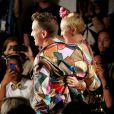 Miley Cyrus subiu à passarela de improviso, já que era convidada do estilista para assistir ao desfile
