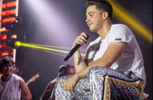 Wesley Safadão usa calça holográfica em show e ganha elogio: 'Moderninho'. Foto!
