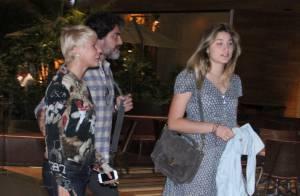 Xuxa passeia em shopping ao lado de Sasha e do namorado, Junno Andrade, no Rio