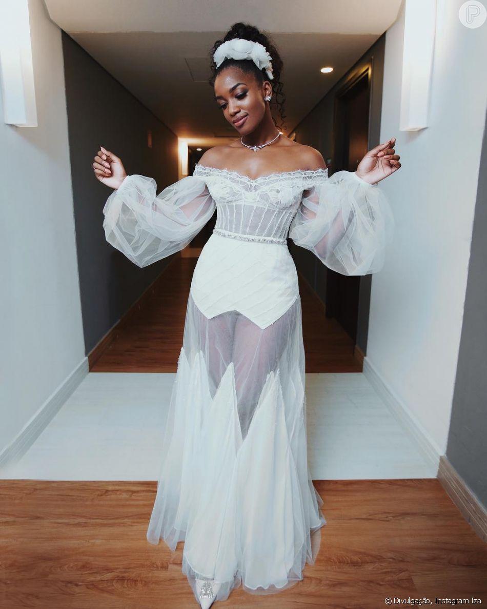 47094d947f Iza usou um look ousado e ao mesmo tempo romântico para curtir sua festa de  casamento