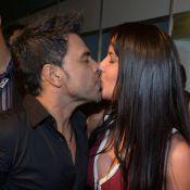Zezé Di Camargo beija a namorada, Graciele Lacerda, nos bastidores de festival