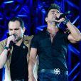 Zezé Di Camargo e Luciano cantam seus grandes sucessos em show